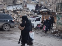 Residents of the al-Kallasseh area in the eastern neighborhoods o