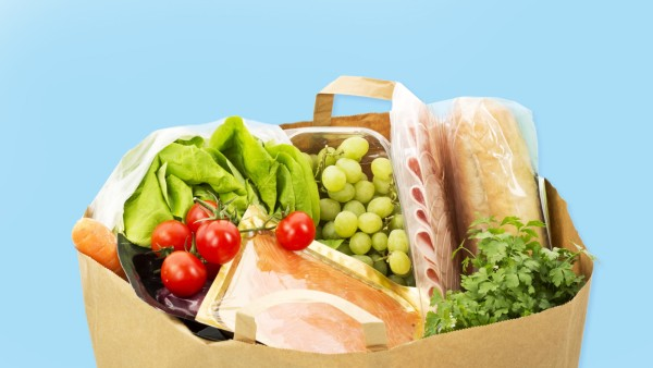 Groceries in paper bag on white background close up PUBLICATIONxINxGERxSUIxAUTxHUNxONLY MAEF005523