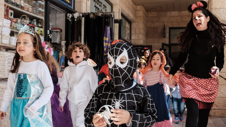 Bilder des Tages March 22 2016 Jerusalem Israel Children in costumes on Purim one of Judaism