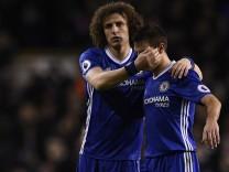 Chelsea's Cesar Azpilicueta and David Luiz look dejected after the game
