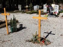 Bruck: Waldfriedhof // Armen-Grab // Sozialbegräbnis