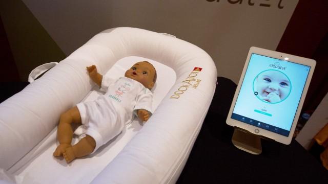 DockATot Deluxe smart baby bed