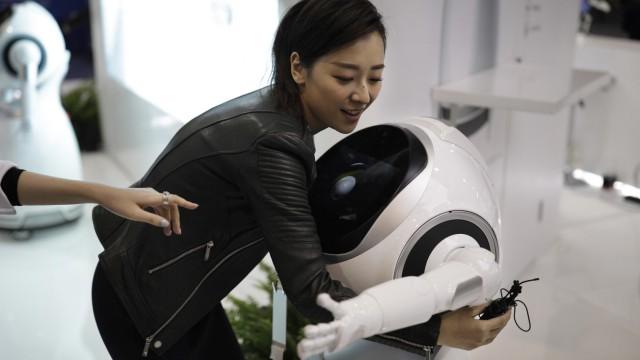 CES 2017 Neuheiten Roboter AI