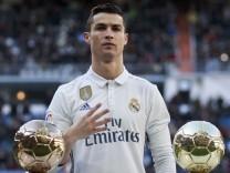 ***BESTPIX***Real Madrid CF v Granada CF - La Liga