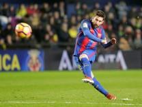 Football Soccer - Spanish Liga - Villarreal v Barcelona