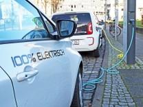 Stromtankstelle für Elektrofahrzeuge am Bremer Kennedyplatz Betreiber der Ladesäule sind der hier a