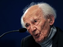 FILE PHOTO: Polish sociologist Zygmunt Bauman gestures during a news conference in Oviedo