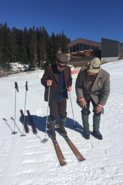 Schweiz Nostalgie-Skifahren in der Schweiz