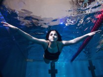 Refugee Swimmer Yusra Mardini - Photocall