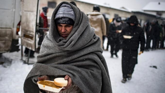 Flüchtlinge entlang der Balkanroute kämpfen mit eisigen Temperaturen. Hier, im serbischen Belgrad, hat es Minus 15 Grad. (Foto: AFP)