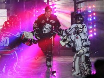 DEL Eishockey Deutschland 02 12 2016 Nürnberg Ice Tigers ERC ingolstadt v l Einlauf durch; Pföderl