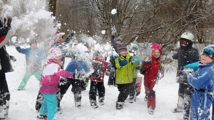 Neue Heimat Schnee Schneeballschlacht