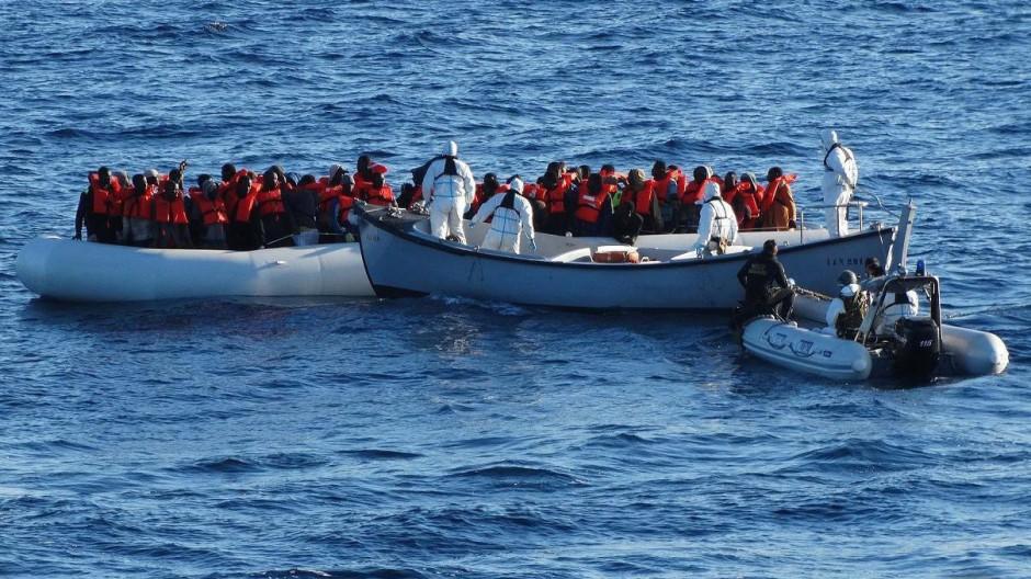 Flüchtlingsboote auf dem Mittelmeer