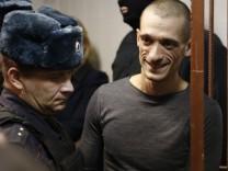Aktionskünstler Pawlenski verlässt Russland nach Anschuldigungen