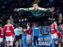 Handball WM Dänemark Schweden 170116 Danmarks malvakt Niklas Landin värmer upp inför handbollsm