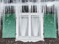 Wintereinbruch und klirrende Kälte - Tipps für verschneite Häuser