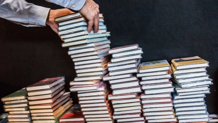 Buchmesse Frankfurt 2015 - Bücherstapel