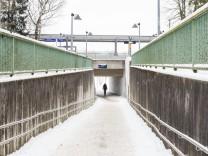 Unterhaching, Fasanenpark, Rampe am Bahnhof nicht geräumt,
