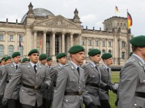 Bundeswehr Inducts New Volunteers