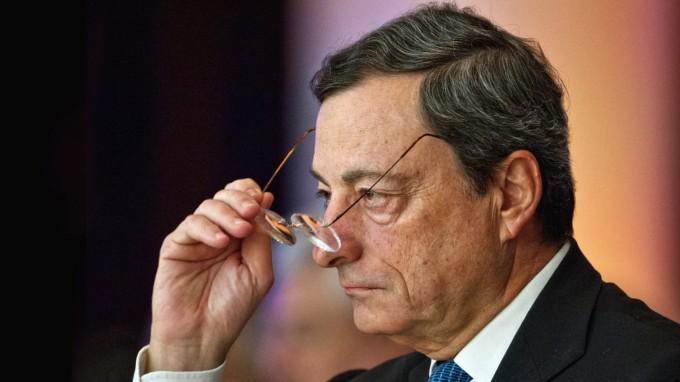 In einem Brief warnt EZB-Chef Mario Draghi Euro-Staaten vor dem Austritt aus der Währungsunion. (Foto: picture alliance / dpa)