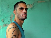 Cuban street artist and dissident released from prison after 10 m