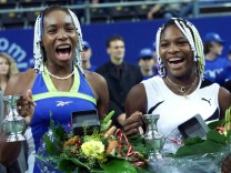 VENUS AND SERENA WILLIAMS CELEBRATE THEIR VICTORY AT EUROPEAN INDOOR OPEN