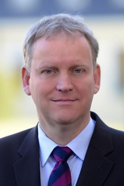 Prof. Dr. Hans-Peter Burghof / Lehrstuhl für Bankwirtschaft und Finanzdienstleistungen; Professor Hans-Peter Burghof