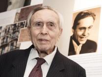 Ausstellung 'Schuhe, Steine, Ich - Reflexionen aus Auschwitz'