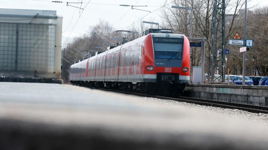 Puchheim: S-Bahnhof / vielleicht barrierefrei