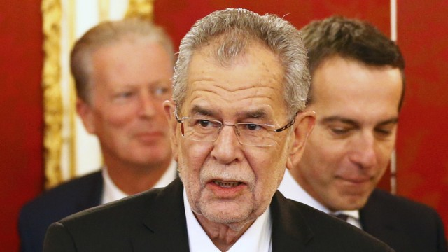 Austria's President Van der Bellen walks in front of Chancellor Kern and Vice Chancellor Mitterlehner on his first day in office at Hofburg palace in Vienna