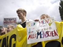 Demo World Refugee Day DEU Deutschland Germany Berlin 20 06 2015 Schueler mit Plakat Kein Mensch