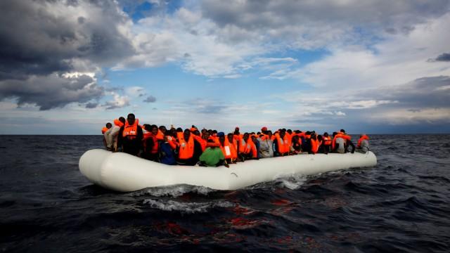 Flüchtlingsboot vor