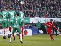 ALABA David Team FC Bayern Muenchen schiesst das 2 0 Fussball Bundesliga DFL Saison 2016 2017 Spie