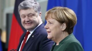 German Chancellor Merkel and Ukraine's President Poroshenko address a news conference in Berlin