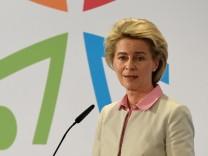 Verteidigungsministerin Ursula von der Leyen auf dem Bundeswehr-Workshop für sexuelle Minderheiten