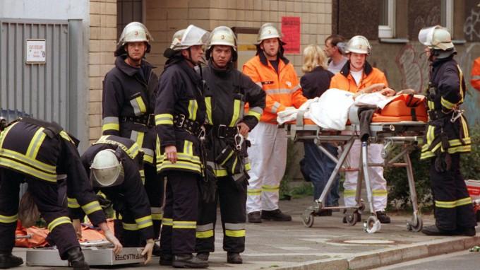 Am 27. Juli 2000 explodierte am Düsseldorfer S-Bahnhof Wehrhahn ein Sprengsatz mit Fernzünder. Jetzt hat die Polizei einen Verdächtigen festgenommen. (Foto: Christian Ohlig/dpa