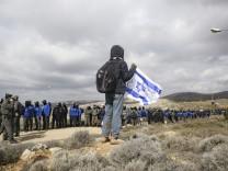 Siedler blockieren vor Räumung Amonas Zufahrtsstraße