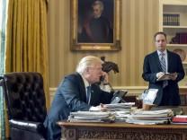 Donald Trump telefoniert mit Wladimir Putin
