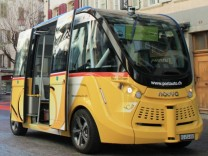 Autonom fahrender Bus Smartshuttle in Sitten in der Schweiz