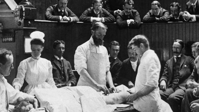 Die Chirurgie war die erste moderne Krebstherapie. Sie ging allerdings oft unnötig radikal vor. (Foto: © Harvard Medical School)