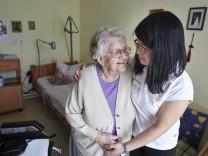 Zahl der Pflegebeduerftigen steigt