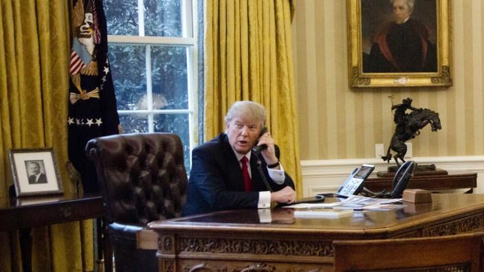 Donald Trump telefoniert