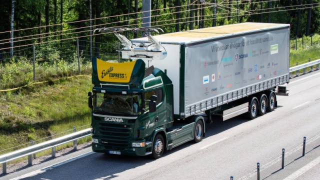 Elektro-Lkw von Scania auf dem ersten eHighway in Schweden