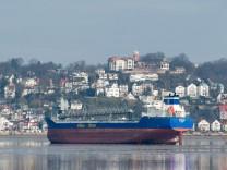 Frachter vor Hamburger Hafen auf Grund gelaufen