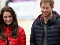 Prinzessin Kate und Prinz Harry in Daunenjacken