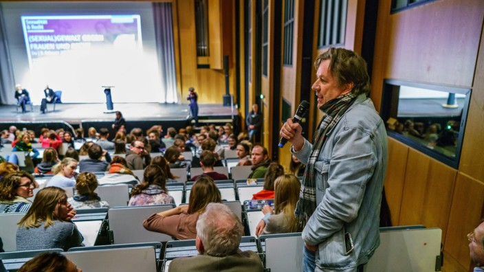 Alice Schwarzer vs. Joerg Kachelmann Köln Universität