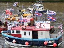 A Brexit Flotilla sails up the Thames