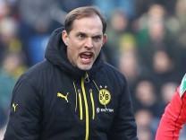 Thomas Tuchel Trainer BVB ist stinksauer ueber eine entscheidung von Mike Pickel beim Spiel SV Dar