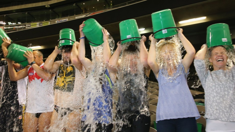 Melbourne Attempts World Record Ice Bucket Challenge