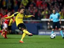 SL Benfica v Borussia Dortmund - UEFA Champions League Round of 16: First Leg